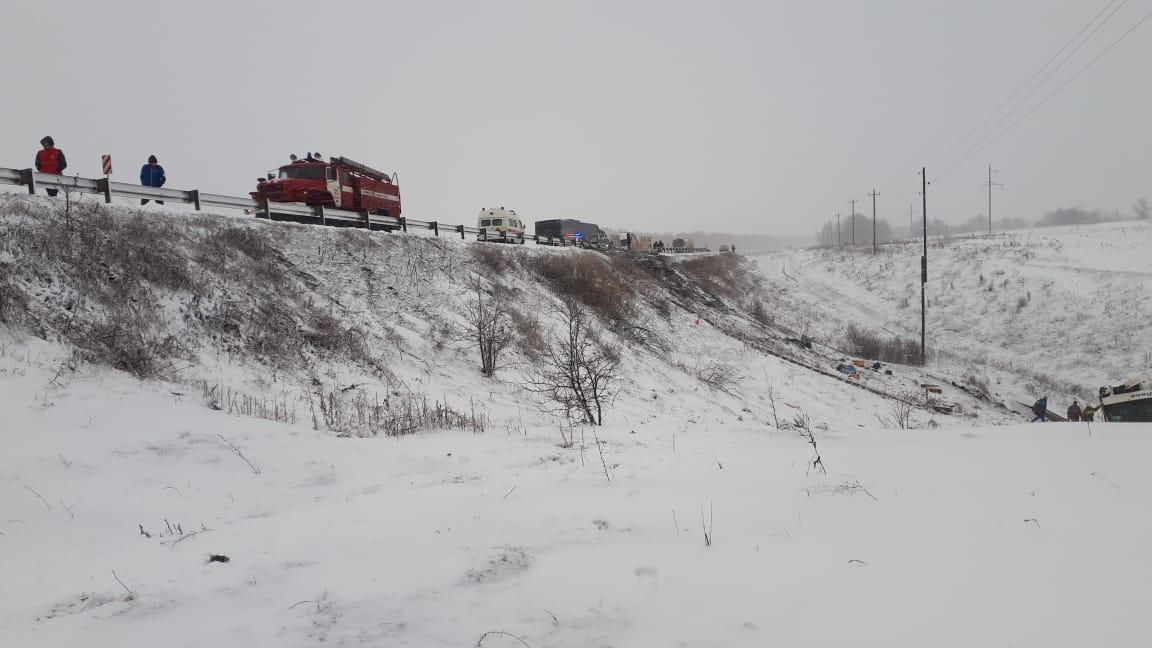 На трассе в Тамбовской области в автокатастрофе с участием двух рейсовых автобусов погибли 2 пассажира и ещё порядка 20 пострадали