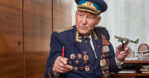 Первым вТамбове медаль к75-летию Победы получил летчик Александр Боднар