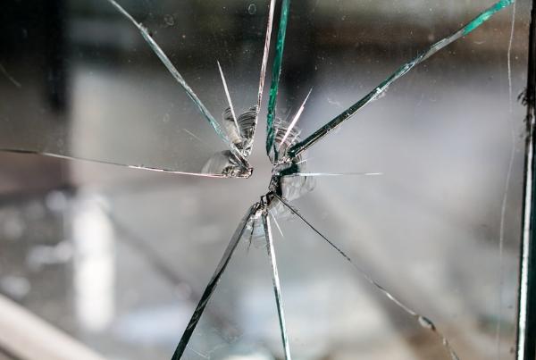 Пьяный мичуринец угрожал убить друга осколком стекла