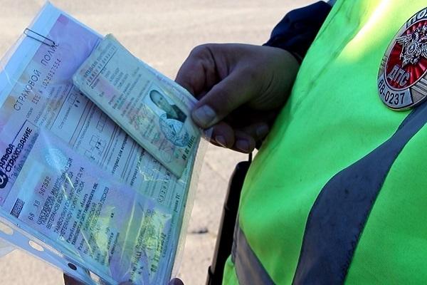 В Первомайском районе мужчина пытался дать взятку сотруднику ДПС