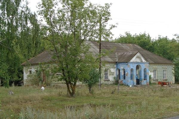 В Тамбовской области построенное из кирпичей разрушенного храма здание просят передать епархии