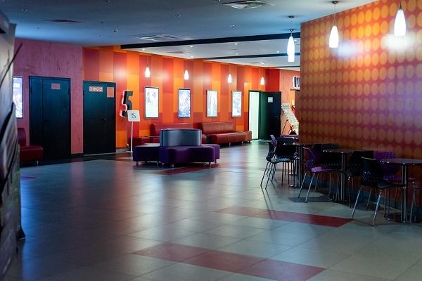 Всем кинотеатрам в России рекомендовали закрыться из-за коронавируса