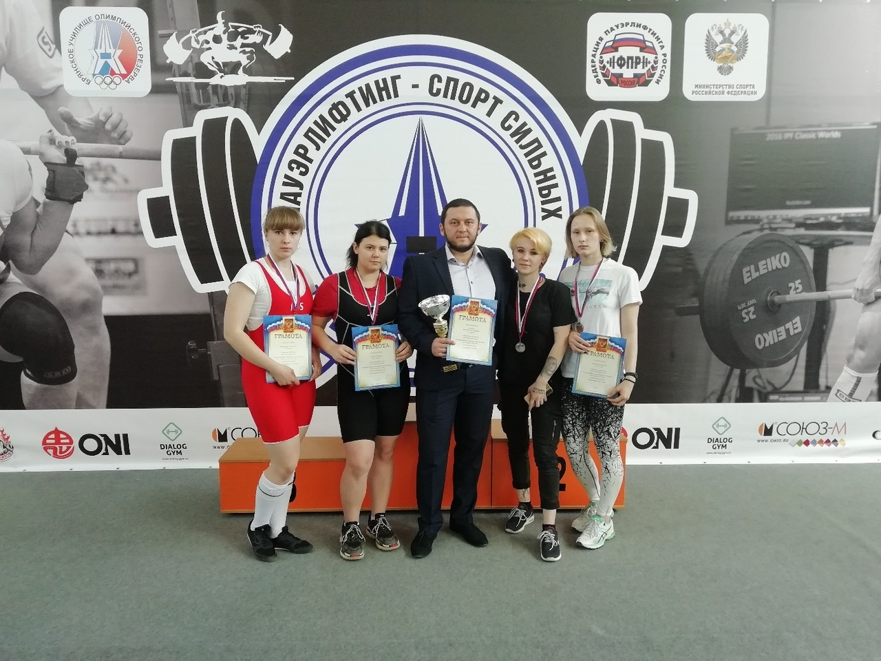 Тамбовчанка установила рекорд России среди спортшкол по пауэрлифтингу