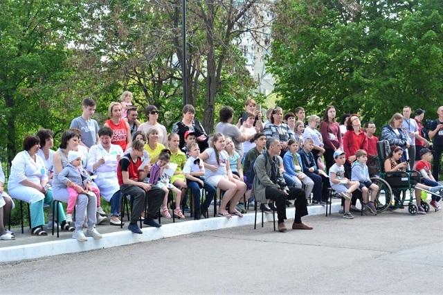 Актёры Тамбовской «молодёжки» помогли юным пациентам достойно областной детской больницы отпраздновать День Победы