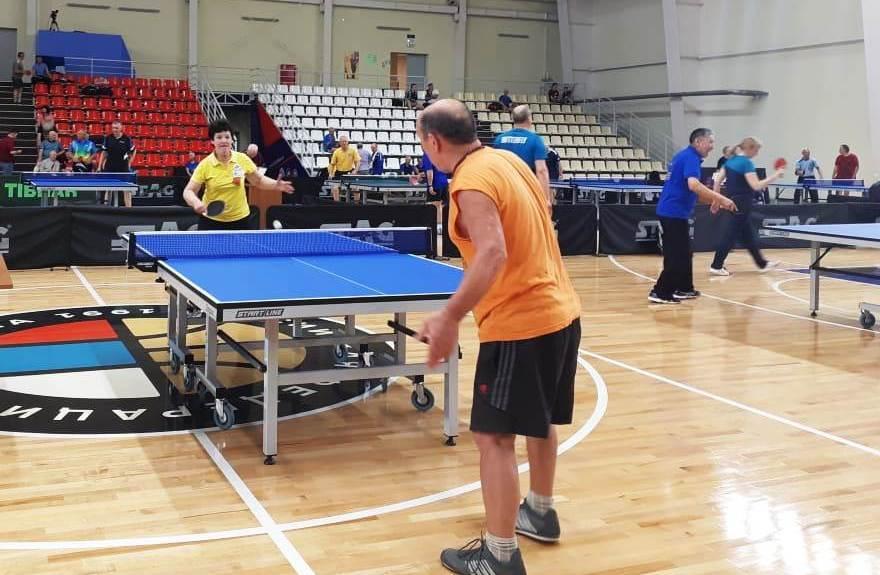 Чемпионат по настольному теннису среди ветеранов успешно стартовал