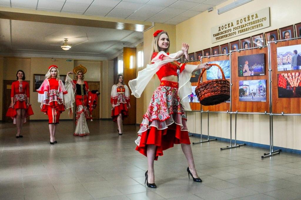 Дефиле костюмов, фотовыставка и подписание соглашений: яркие моменты тамбовско-японской встречи в ТГТУ