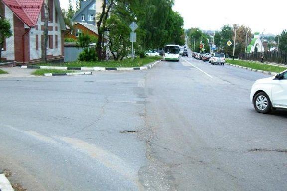 На севере Тамбова столкнулись две иномарки: есть пострадавший