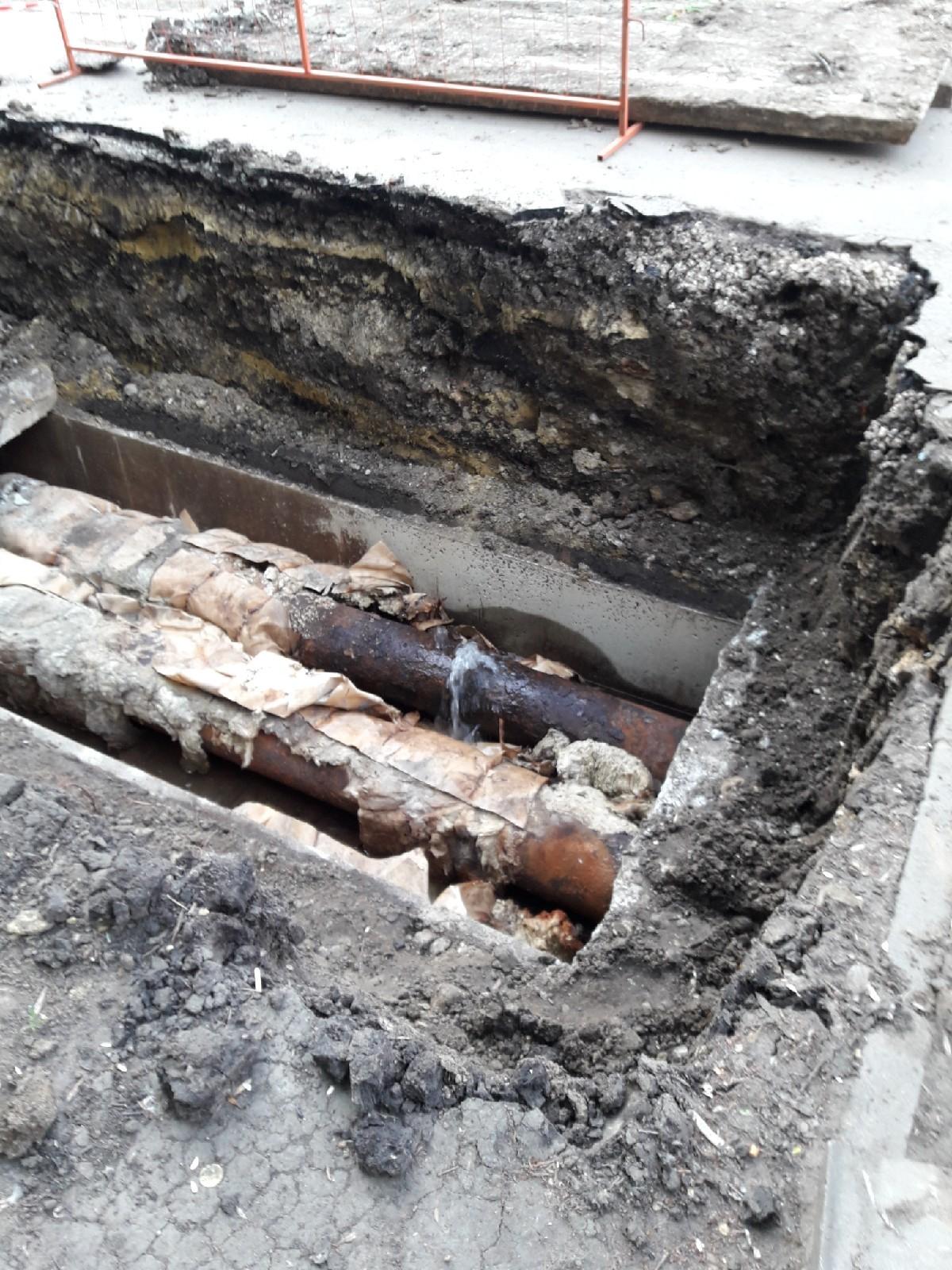 На улице Куйбышева ограничили движение транспорта из-за ремонта труб