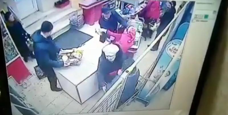 Ревнивый муж, пытавшийся убить жену в магазине, получил реальный срок