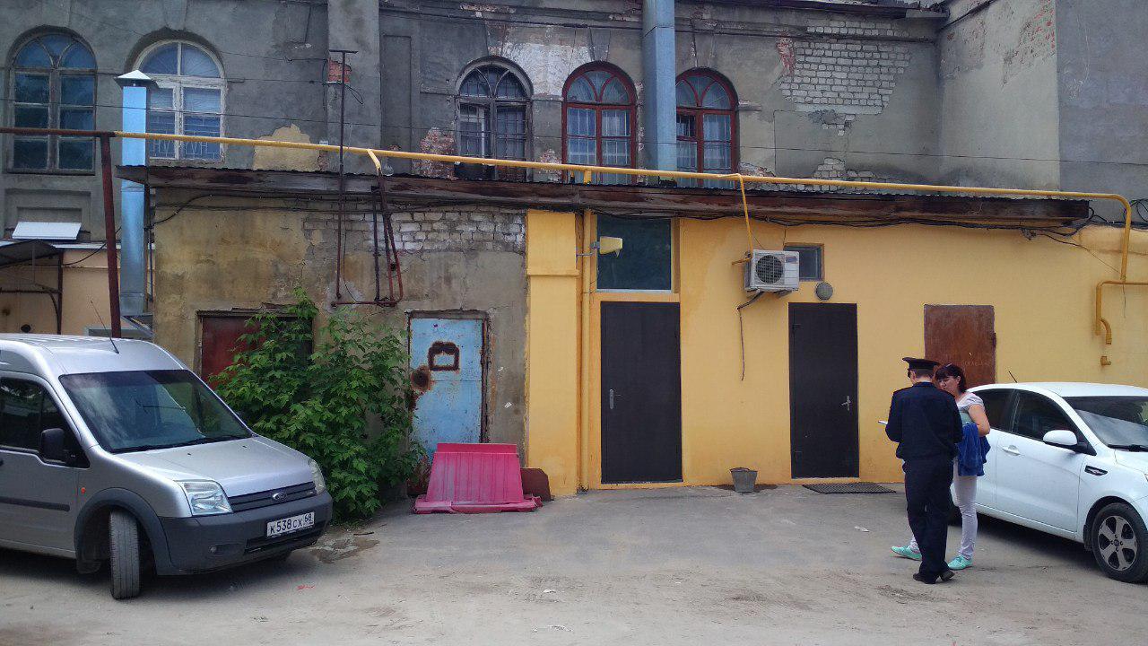 Рухнувшему в центре Тамбова зданию более ста лет: одна из пострадавших работниц ателье в больнице