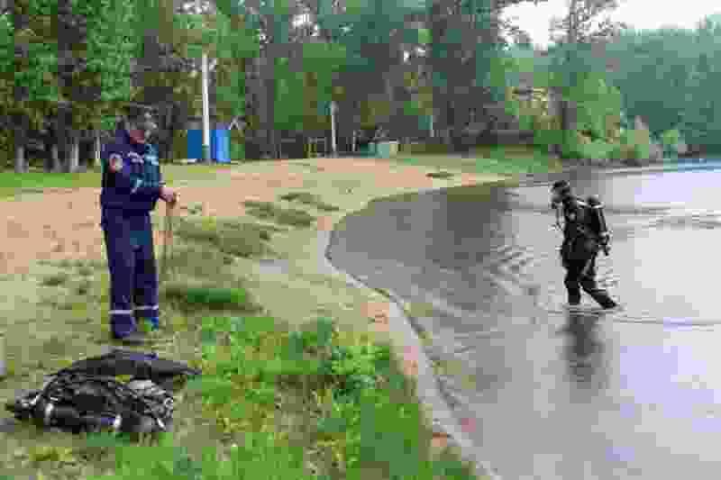 Тамбовские водолазы проверяют дно водоемов и находят мусор