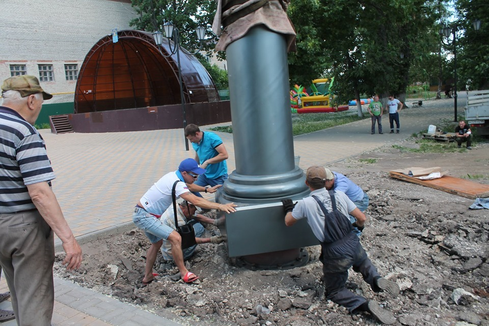 В Моршанске приступили к установке памятника Александру Пушкину