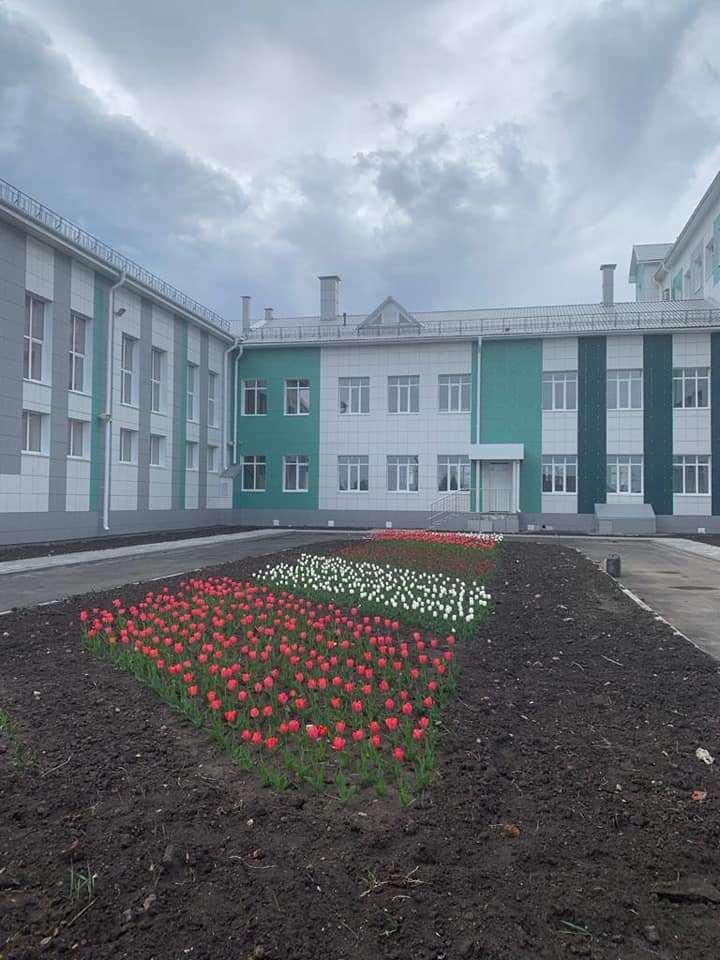 В Рассказово прошёл субботник по благоустройству территории новой школы