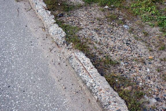 В Тамбове бордюры, снятые с проезжей части, будут использовать повторно