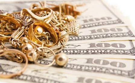 В Тамбове мошенницы выманили у пенсионерки золотые украшения и валюту