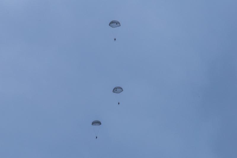 В Тамбове открыли сезон прыжков с парашютом