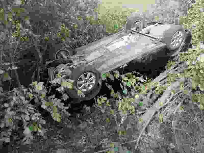 В Тамбовской области легковушка улетела в кювет и перевернулась: водителя ищет полиция
