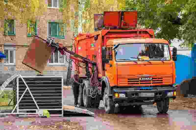 В Тамбовской области парень праздновал День Победы и украл мусорный контейнер