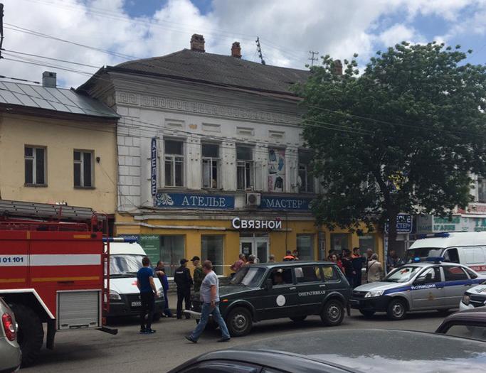В центре Тамбова на рынке обрушилась крыша старого дома: под завалами оказались две женщины