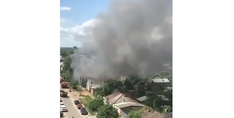 В центре Тамбова сгорели два здания и гараж с машиной