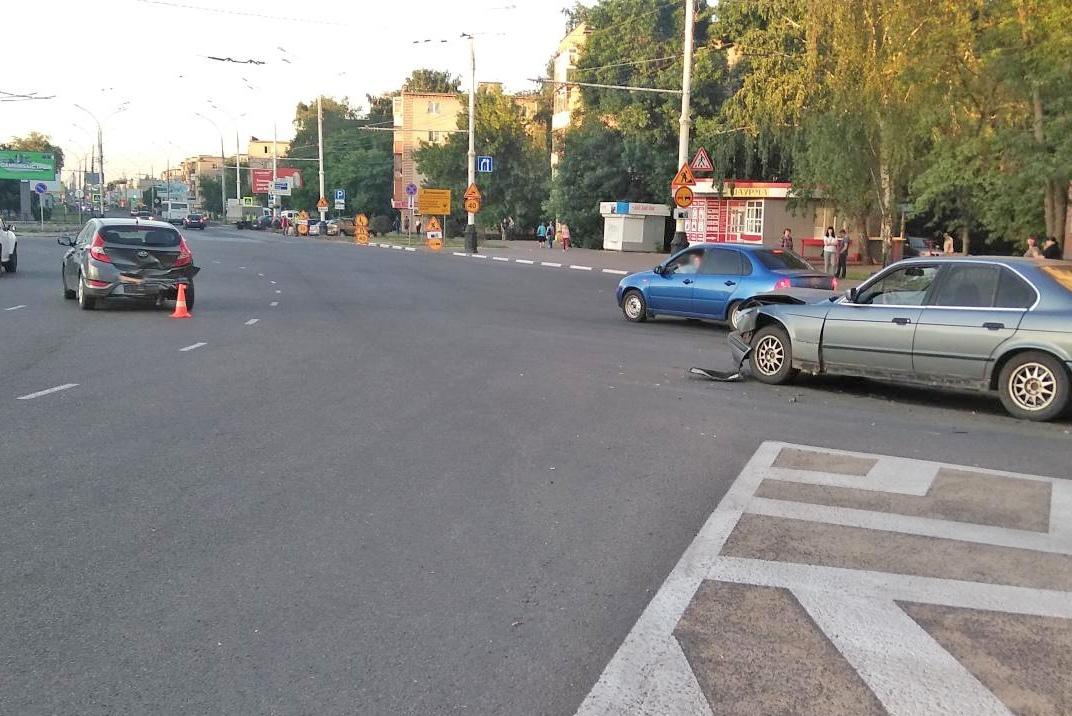 В центре Тамбова водитель после ДТП бросил свою машину с пострадавшим внутри