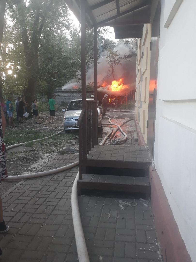 Сильный пожар на улице Гастелло тушили почти четыре часа