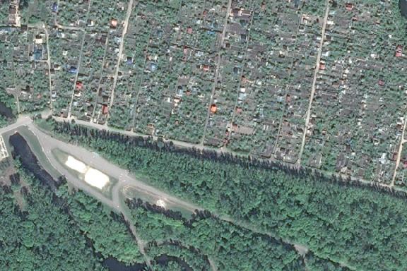 Тамбовчане просят отремонтировать автодорогу рядом с парком Дружбы