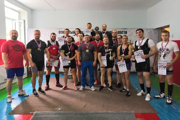 В Тамбове разыграли медали областного чемпионата по пауэрлифтингу