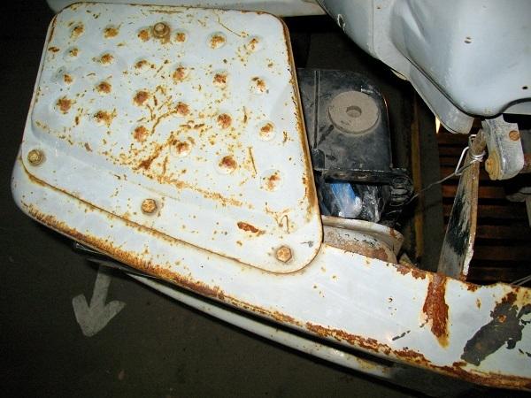 В Тамбовскую колонию пытались провезти телефоны в фарах мусоровоза