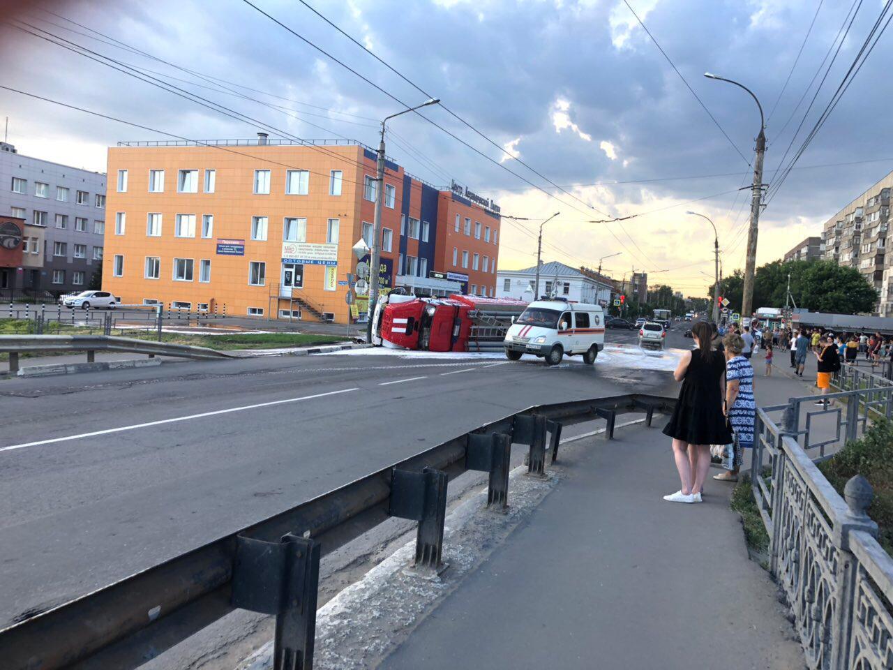 В центре Тамбова перевернулась пожарная машина
