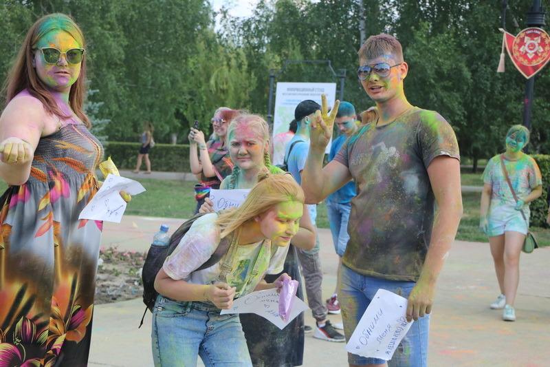 """""""Вы такие красивые и яркие!"""": в Тамбове прошёл фестиваль красок"""