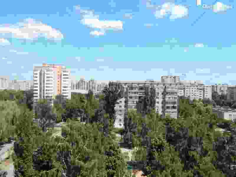 Пожилая женщина упала с крыши многоэтажного дома в Тамбове