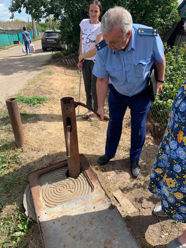 В поселке Сатинка местные чиновники оставили жителей одной из улиц без воды