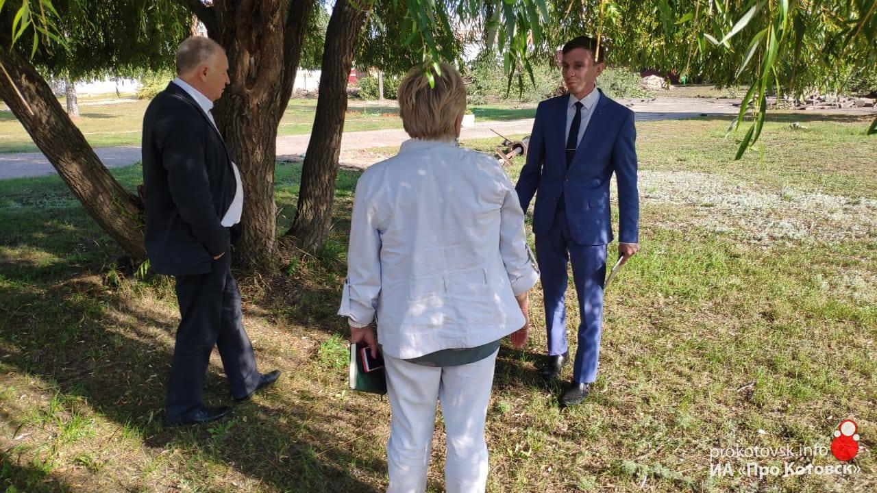 Глава Котовска провел рабочее совещание на площадках городского парка
