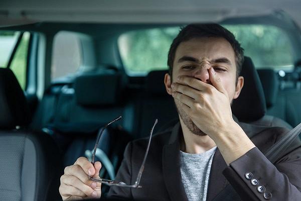 Из-за уснувшего водителя легковушка столкнулась с автобусом