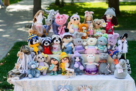 Картины, игрушки, сумки и украшения: в Горсаду стартовал Арт-базар