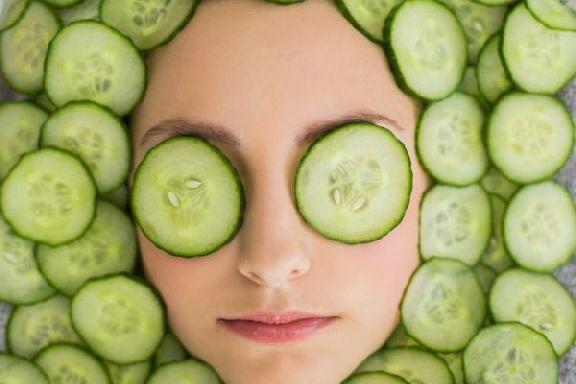 Косметолог рассказал, чем опасны маски из овощей и фруктов