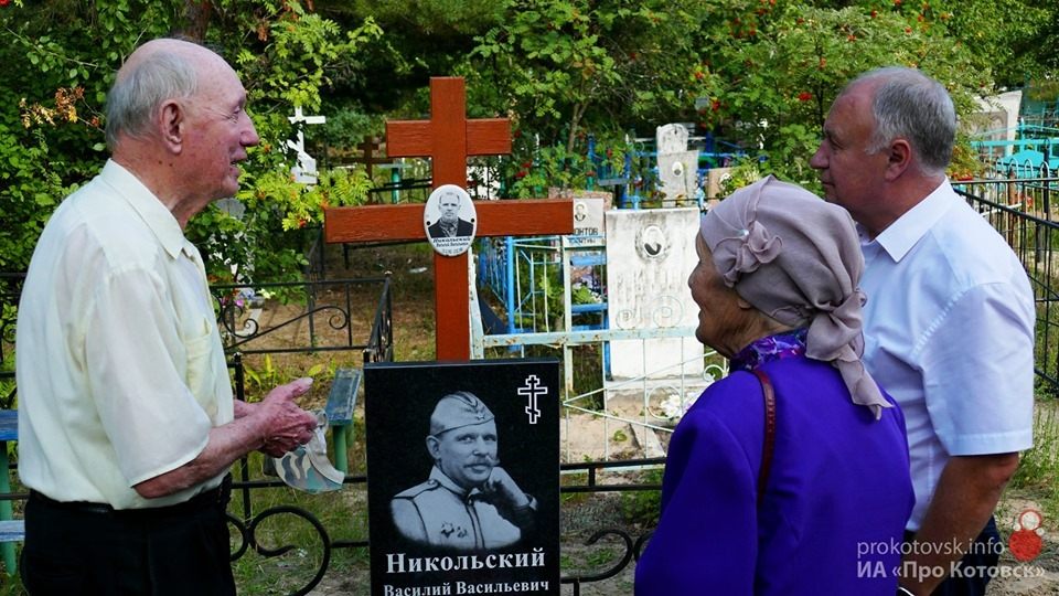 Муниципалитет помог узнику концлагерей с установкой памятника на могиле участника ВОВ