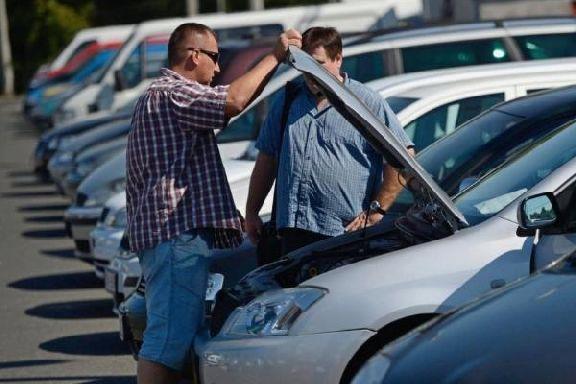 Назван средний возраст владельцев автомобилей