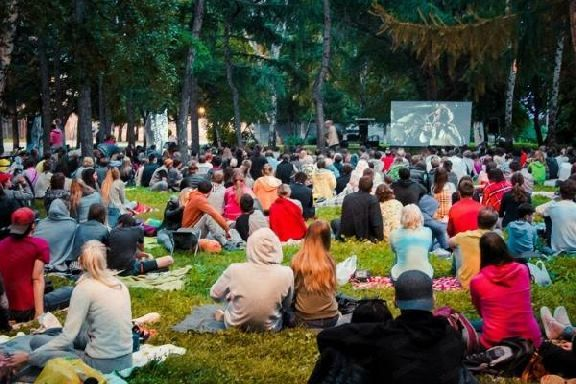 Обзор за неделю: две трагедии, кино под открытым небом