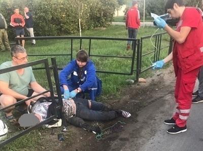Перетянул ногу шнурком: попавшего в страшную аварию тамбовского мотоциклиста спас проезжавший мимо парень