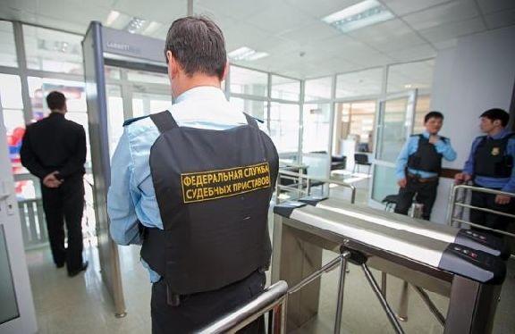 Под угрозой невыезда за границу тамбовчанка оплатила долги по кредиту