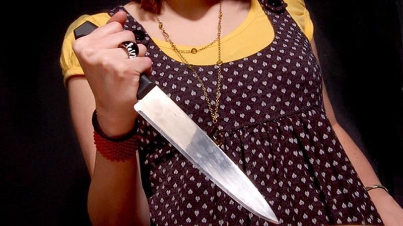 Тамбовчанка несколько раз ударила вышедшего на лестничную площадку соседа ножом, потому что он помешал ей орать на мужа посреди ночи