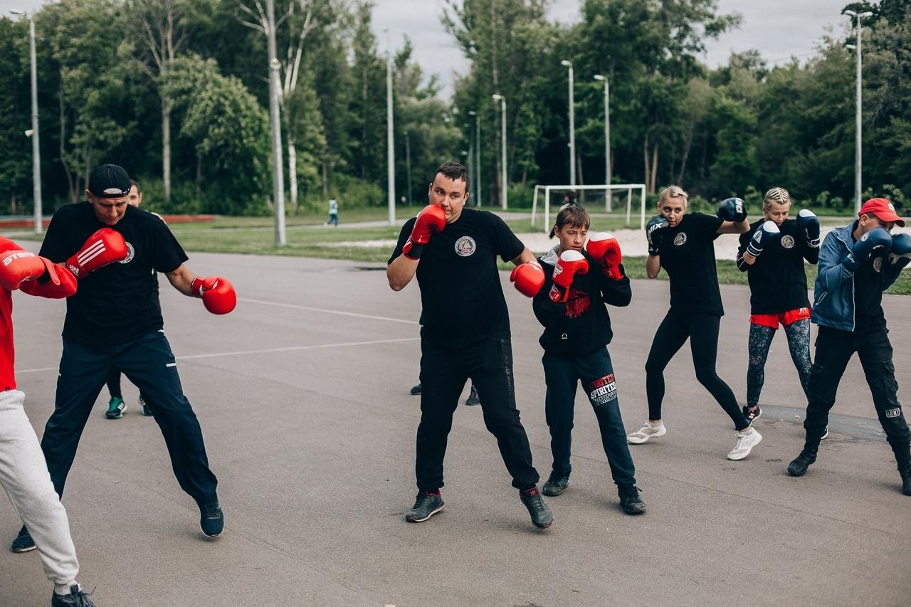 Тамбовские бойцы смешанного стиля провели тренировку для всех желающих