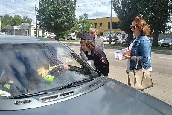 Тамбовским водителям напомнили о правилах перевозки детей