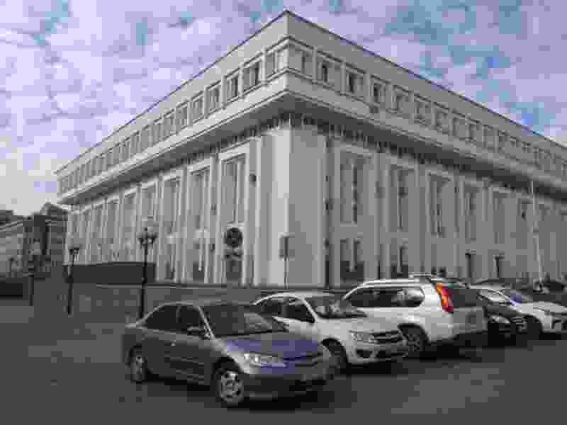 Территорию у здания администрации Тамбовской области собираются озеленить за миллион рублей