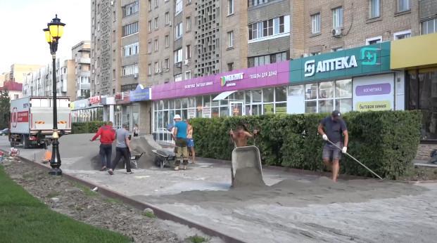 Тротуары на улице Интернациональной обещают отремонтировать к 1 сентября