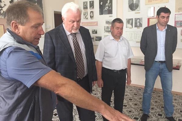 Центр поддержки семьи и помощи детям в Инжавинском районе посетил председатель облдумы