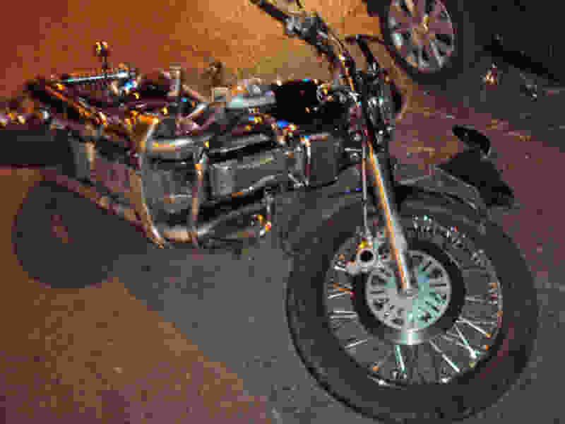 В Тамбове легковушка сбила мотоциклиста: он и его подруга в больнице
