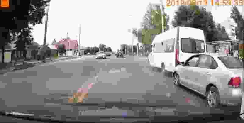 В Тамбове маршрутка столкнулась с иномаркой: два пассажира в больнице